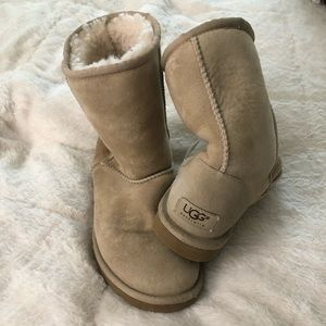 Women's size 6 sand colored Ugg boots